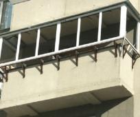Вынос балкона при помощи металлических уголков