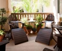 Удобная мебель в интерьере балкона