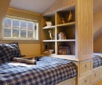 Модульная мебель в дизайне комнаты отдыха на мансарде
