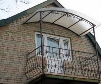 Балкон с крышей-навесом из поликарбоната