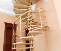 Винтовая конструкция лестницы на мансардный этаж