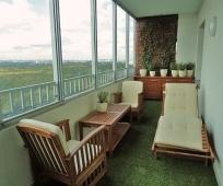 Деревянная мебель для отдыха на лоджии