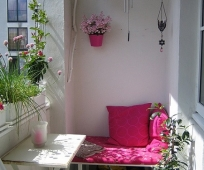 Складная мебель в оформлении открытой лоджии