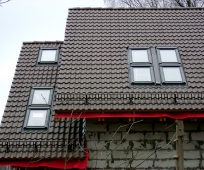 Квадратные мансардные окна классической конструкции