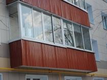 Профлист в обшивке балкона