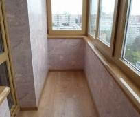Декоративная штукатурка в отделке балкона