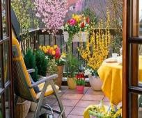 Оформление открытого балкона цветами