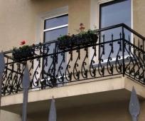 Кованые перила балкона