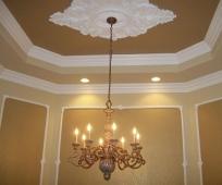 Навесной потолок с плинтусом из полиуретана