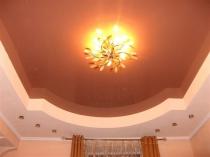 Узкий плинтус для окантовки натяжного потолка