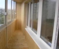 Отделка потолка балкона вагонкой