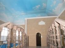 Навесной потолок с фотопечатью в дизайне мансарды