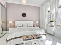 Белый натуральный паркет в спальне скандинавского стиля