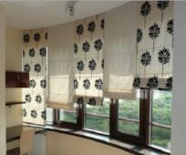 Римские шторы в интерьере балкона