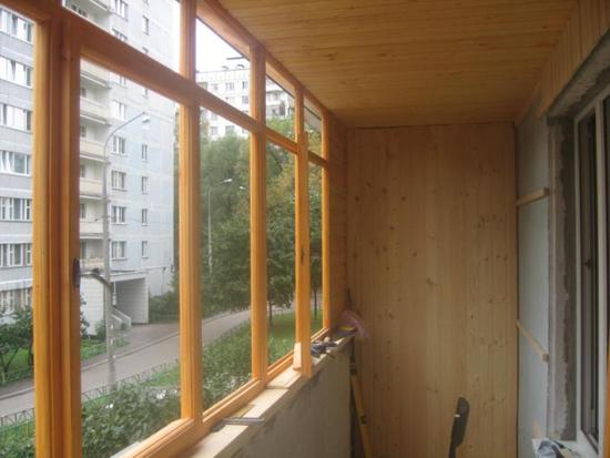 Остекление лоджии деревянными евроокнами