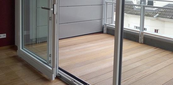 Наклонно-раздвижной механизм открытия двери балкона