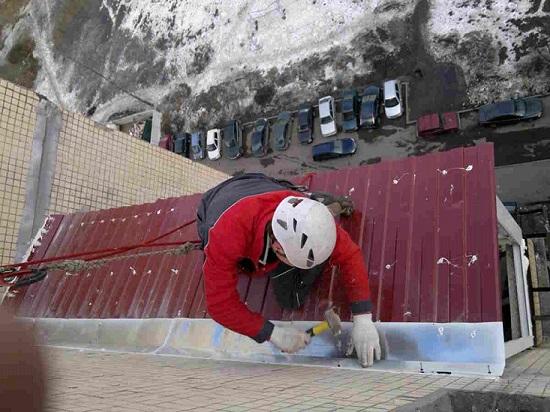Герметизация примыкания кровли балкона к стене