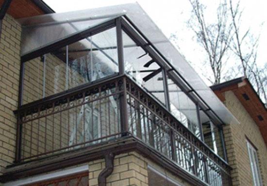 Поликарбонатная крыша балкона