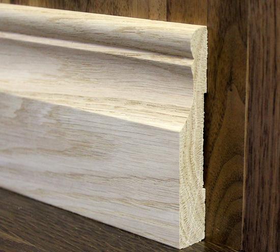Прочный и долговечный напольный плинтус из беленого дуба