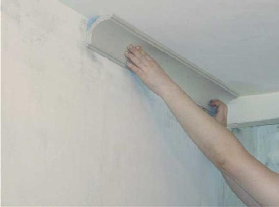 Выбор размера и установка потолочного плинтуса на потолок