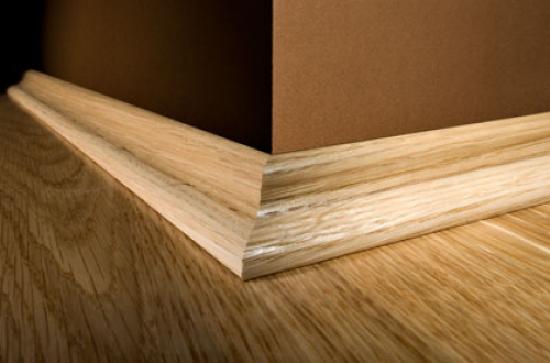 Простой деревянный плинтус для пола