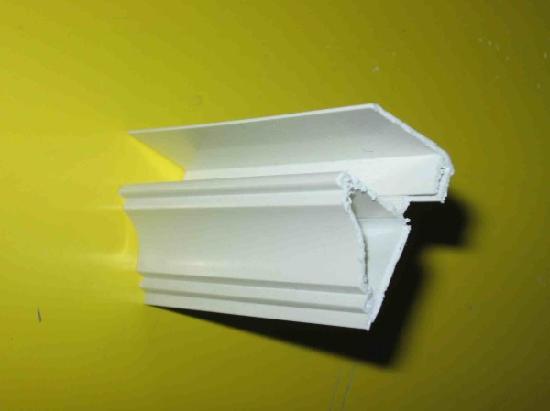 Защелкивающийся плинтус для установки на потолок