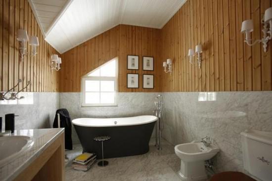 Идея устройства ванной комнаты на жилой мансарде