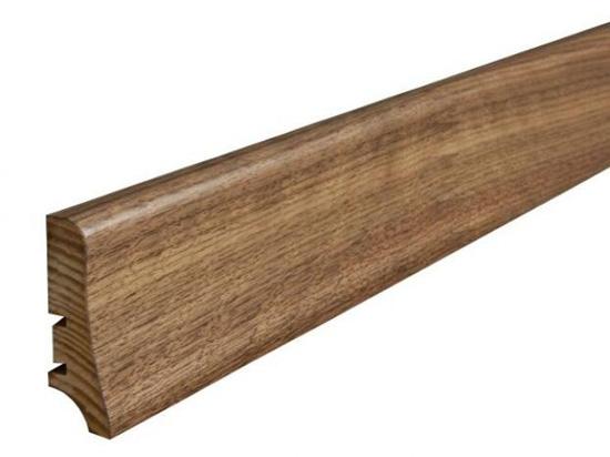 Презентабельный деревянный плинтус из ореха