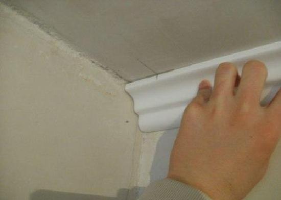 Разметка для правильной установки потолочного плинтуса