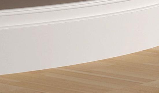 Широкий полиуретановый напольный плинтус для криволинейных поверхностей