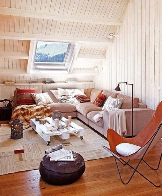Установка углового дивана на жилой мансарде
