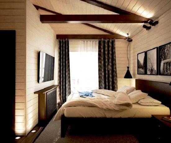 Интерьер мансардной спальни со светлыми стенами и темным полом