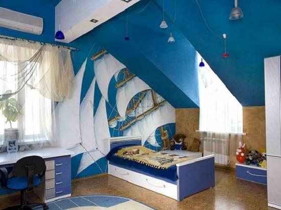 Интерьер большой мансардной детской спальни в морском стиле