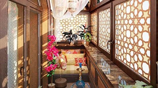 Оформление комнаты отдыха в восточном стиле на лоджии
