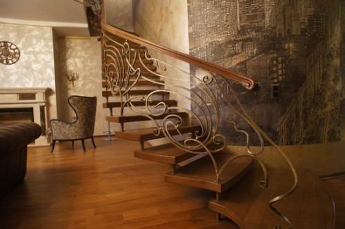 Кованая лестница на мансарду