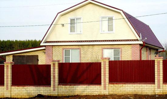 Постройка по проекту дома с мансардной ломаной крышей