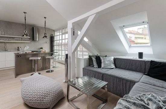 Идея для оформления жилой мансарды в стиле лофт