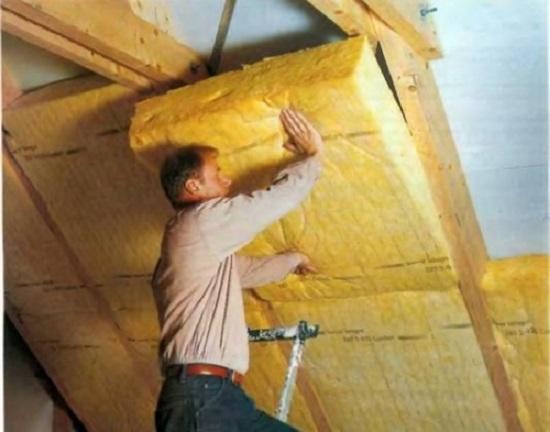 Укладка плит минваты для утепления крыши мансарды
