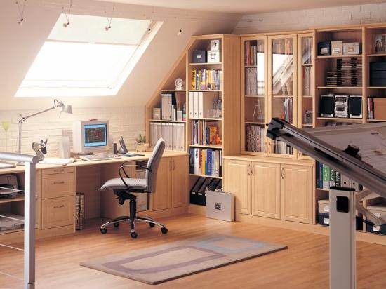 Рабочий стол и вместительные шкафы в интерьере кабинета на мансарде