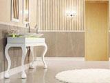 Белый пластиковый плинтус в интерьере ванной