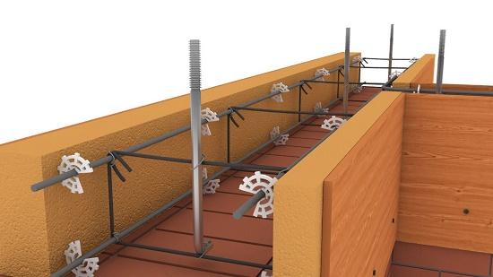 Вязка арматуры шпильками в армопоясе для строительства мансарды